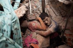 colapso do complexo industrial Rana Plaza, em Dacca, no Bangladesh, no qual a 24 de abril de 2013 morreram 1.100 trabalhadores. O complexo têxtil concentrava várias unidades de confeção onde eram fabricadas peças para diversas marcas de moda, como a Benetton, a Primark ou a Mango.